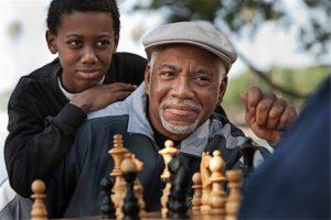 el ajedrez evita el racismo