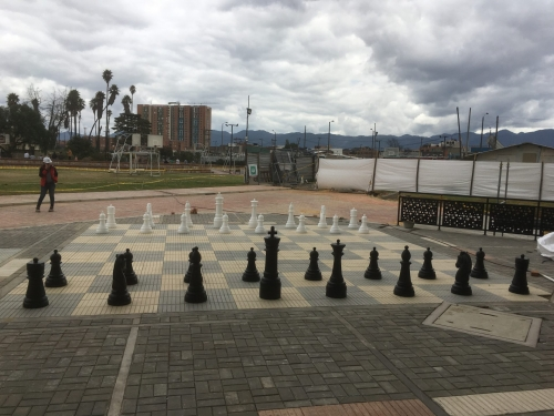 ajedrez gigante en plastico para exteriores, ajedrez para patio